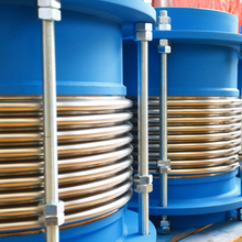 Expansion joints for gas turbines